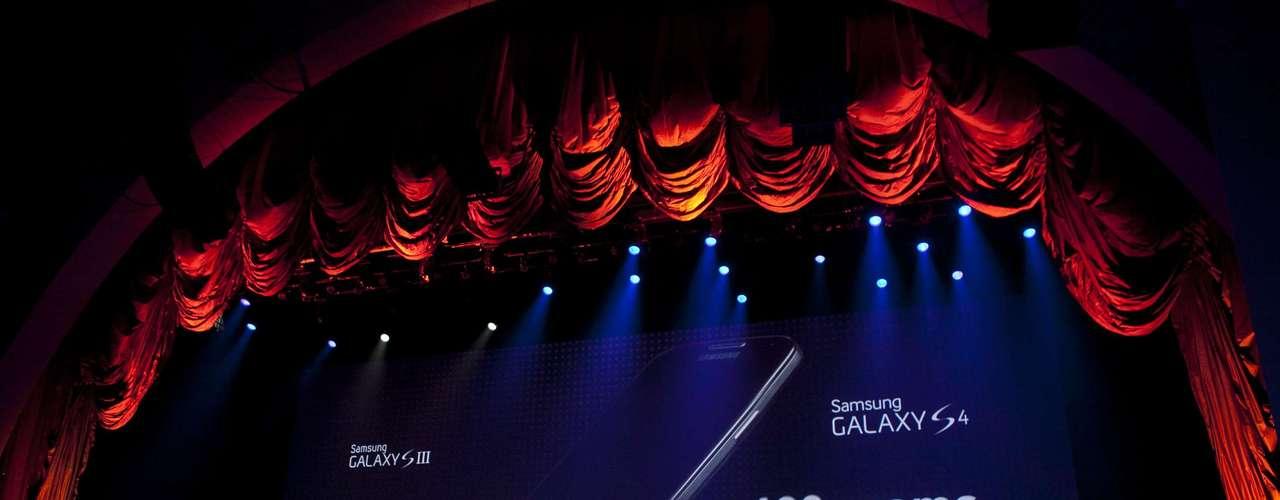 El nuevo Galaxy S4 tiene un peso de 130 gramos y un grosor de 7,9 milímetros, frente a los 8,6 milímetros del Galaxy S3.