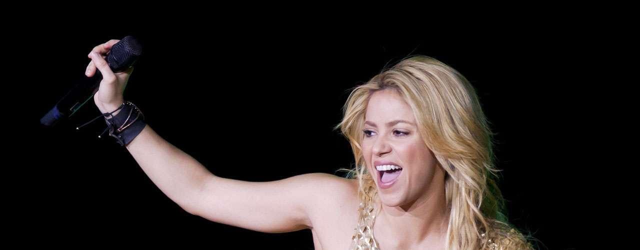 Shakira quedó mal parada en Suiza por llegar tarde a su concierto. La colombiana se atrevió a salir al escenario hora y media después de lo anunciado.