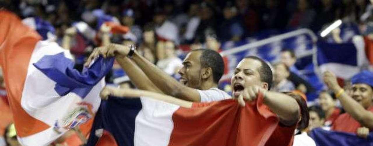 Los dominicanos pusieron el ambiente en las gradas del estadio Marlins Park.