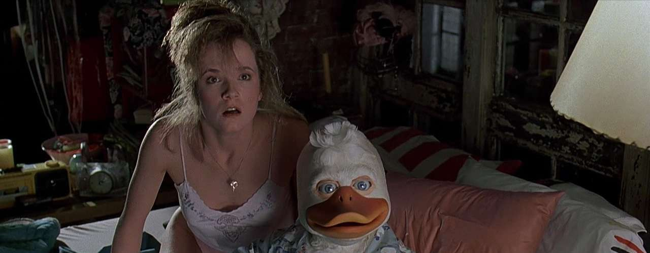 Plumífero: 'Howard, un nuevo héroe', la cinta de 1986 que narra las aventuras de Howard un pato que nacen en el mundo del cómic, ofrece una particular escena en el que se muestra un beso entre la protagonista y Howard.