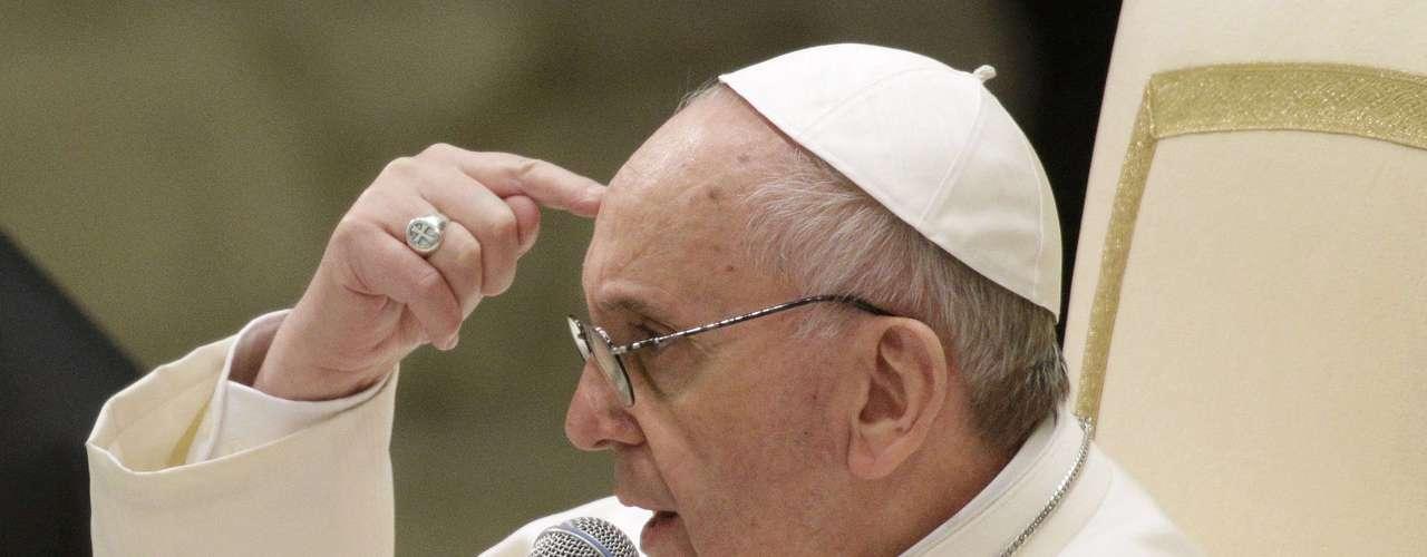 El Papa Francisco dijo que le gustaría que la Iglesia católica fuese pobre y que su misión debería ser centrase en servir a los pobres.