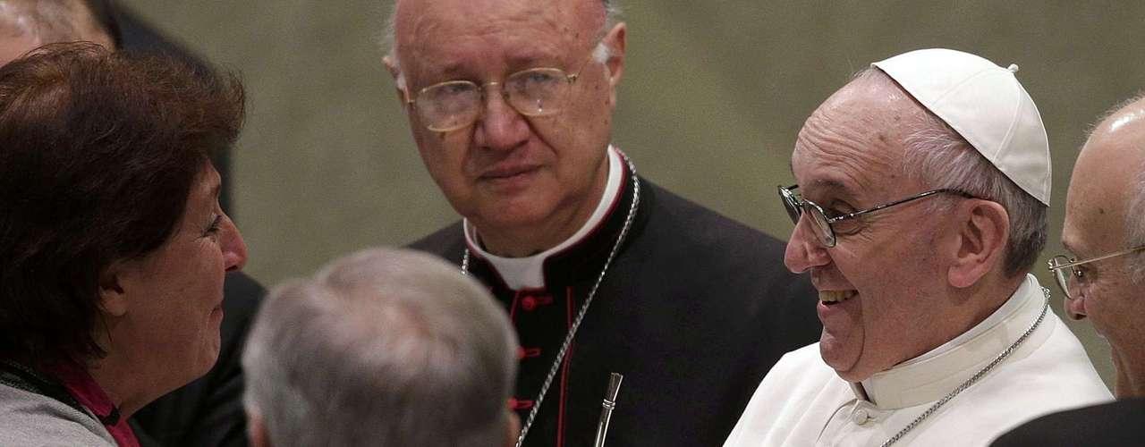 El Sumo Pontífice recibió un mate de regalo de parte de una periodista argentina.