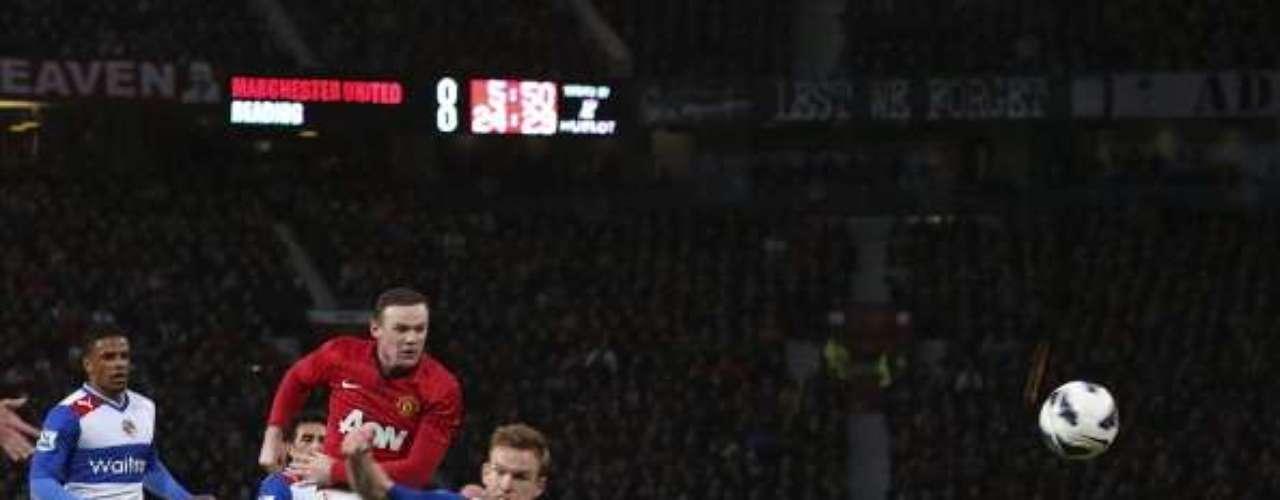 Wayne Rooney abrió el marcador al 21', con un disparo desde fuera del área que fue desviado por Alex Pearce, para luego techar al arquero.