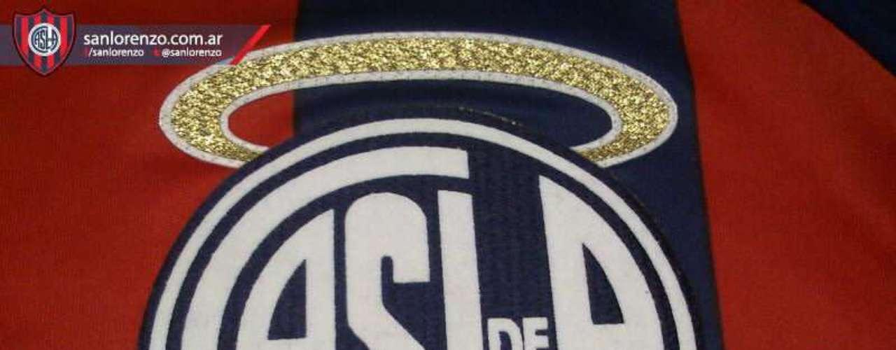 En el twitter de San Lorenzo se podía ver al escudo con una aureola.