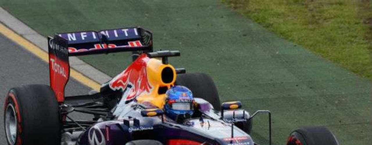 Sebastian Vettel largó en la posición de honor durante el primer GP del año. En las primeras 24 vueltas, hubo siete líderes diferentes.