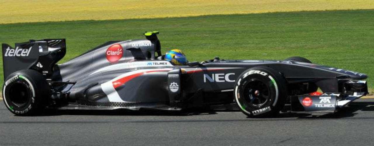 Esteban Gutiérrez, piloto de Sauber, logró terminar su primera carrera en la Fórmula 1, gran resultado del mexicano al finalizar en el lugar 13 del GP de Australia.