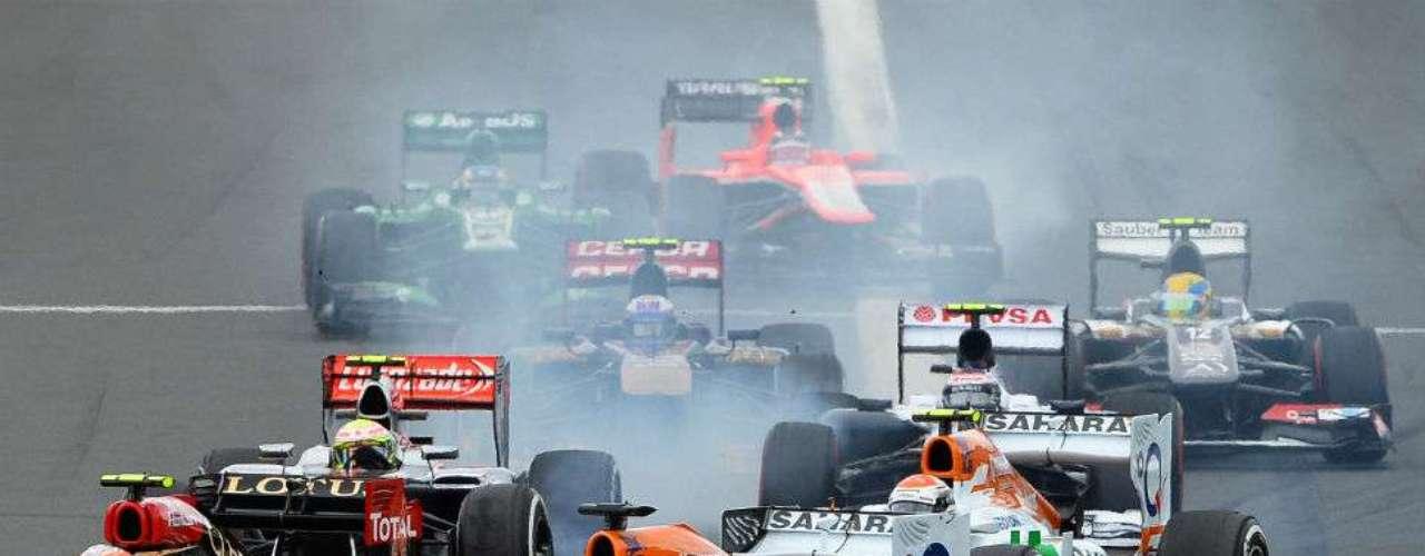Adrián Sutil y Fernando Alonso pelean por el primer puesto en un emocionante GP que abre la actividad de la F1 en el año.