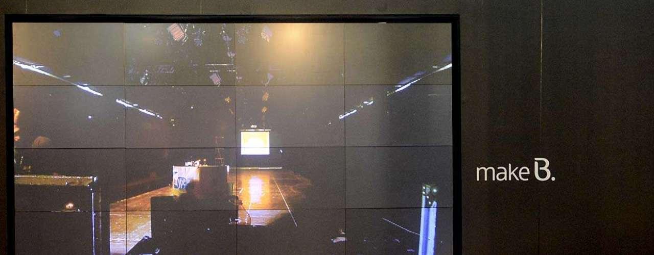 Para los que no logren asistir los desfiles personalmente, pantallas gigantes instaladas en el edificio llevarán lo mejor de la pasarela hasta el público.