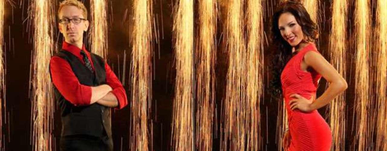 Andy Dick y Sharna Burgess. El comediante, actor y director, se somete a un inesperado reto en la pista deDWS, para lograrlo estará acompañado de Sharna Burgues, que también se estrena en el programa.