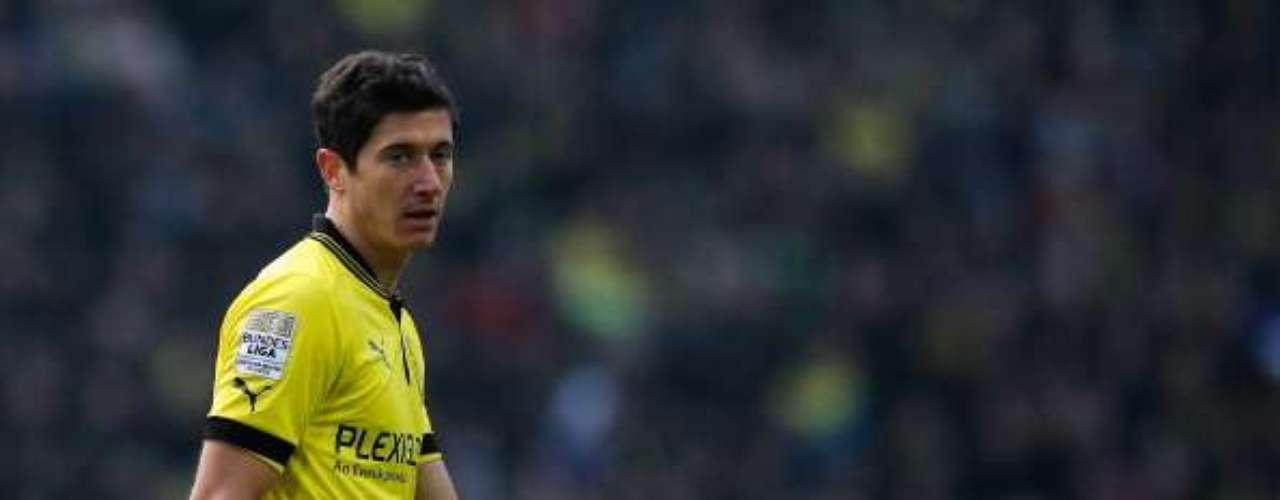 Bundesliga: 1. El líder de la tabla de artilleros de Alemania es el delantero polaco del Borussia Dortmund, Robert Lewandowski, quien lleva 19 goles esta temporada. Este fin de semana anotó dos goles en la victoria 5-1 de su equipo ante el Friburgo.