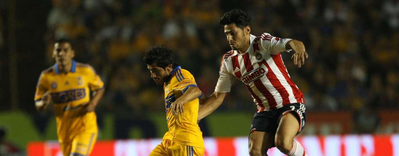 Al 43 Damián Álvarez dejó ir el empate ante Chivas, al tomar un rebote solo y con la puerta abierta voló su disparo, en una falla increíble que hacía pensar que Tigres perdería el invicto, pero al inicio de la segunda mitad, el mismo Enano se redimió y consiguió la igualada.