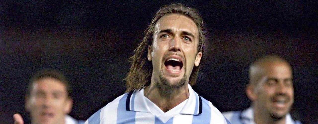 Gabriel Omar Batistuta: 'Batigol' es el máximo anotador en duelos de selecciones para Argentina con 56 goles entre 1991 y 2002.