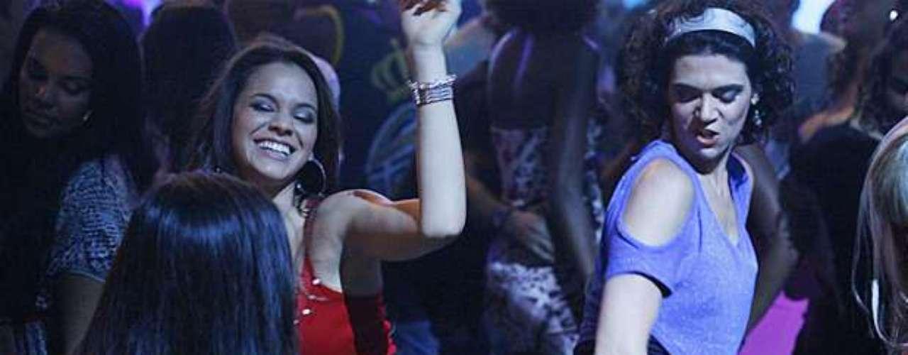Lurdinha (Bruna Marquezine) bailando funk, en la novela Salve Jorge.