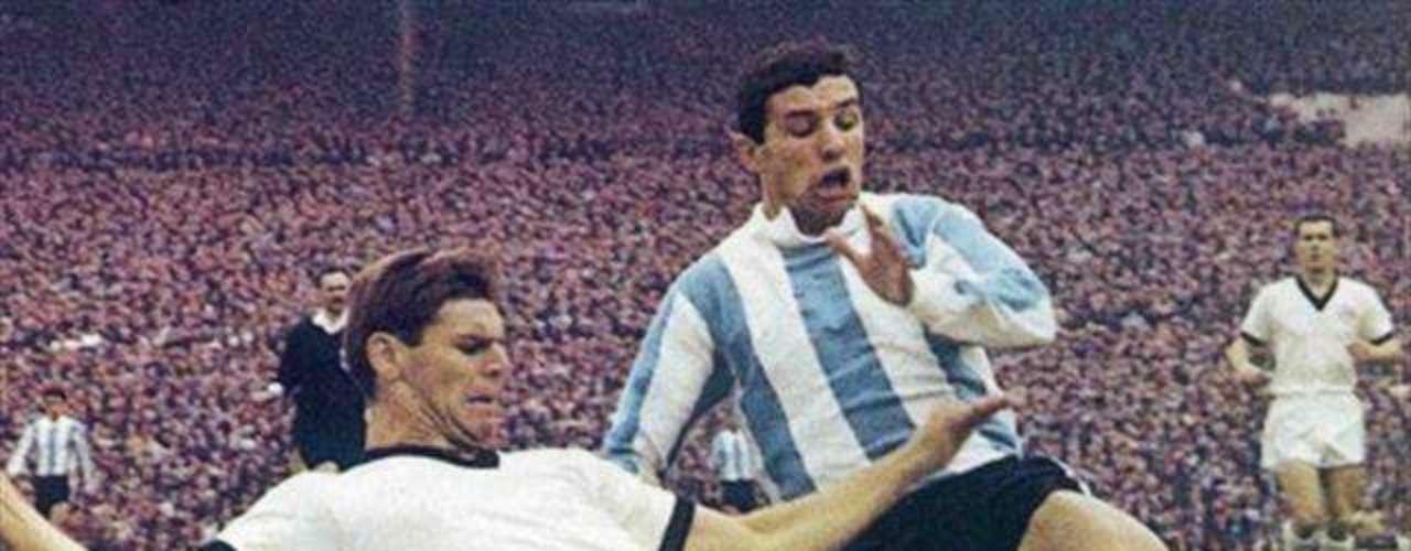 Luis Artime: Jugó para la selección argentina entre 1961 y 1967 y a pesar de tener un promediode gol de .96 por partido, no es quien mejor efectividad tiene, gracias a sus 24 goles en 25 partidos.