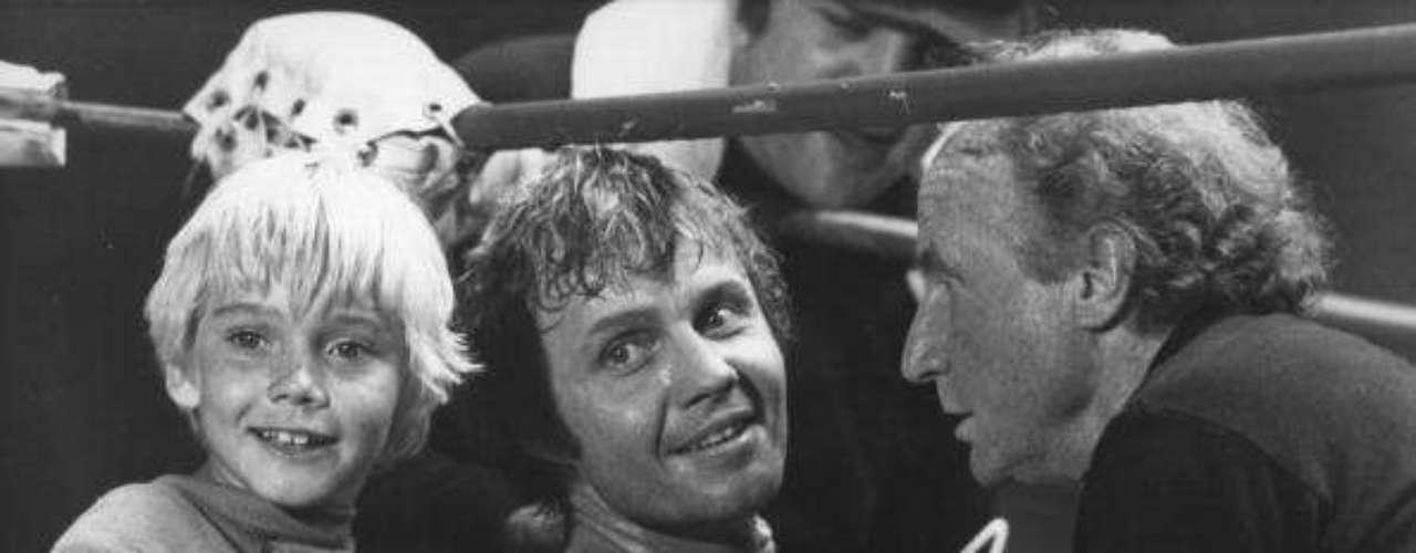 """The Champ (1979): Ricky Schroder ganó el Globo de oro como """"Mejor actor nuevo en una película"""" a la edad de 9 años por su personaje como T.J. Flynn. Además, Jon Voight fue candidato al Globo de Oro como mejor actor."""