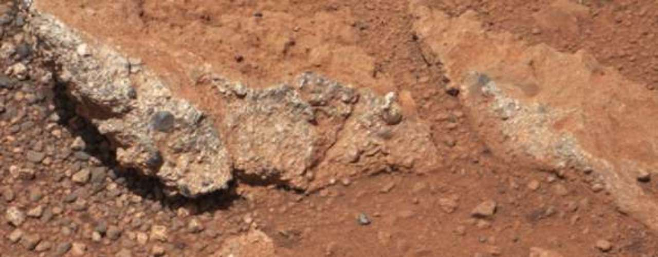 La más reciente complicación ocurrió ese mes, informó la NASA,cuando el explorador de seis neumáticos cambió automáticamente a modo a prueba de fallos debido a un error de archivo, mientras tomaba gráficas de la superficie espacial.