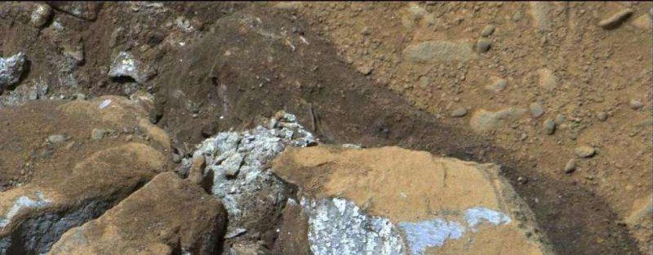 Los estudios en el cráter Gale han estado pendientes desde comienzos de marzo después de que los ingenieros encontraron un problema con la memoria de su computadora, causado posiblemente por la radiación espacial.