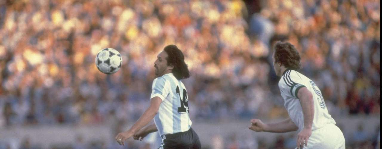 Leopoldo Luque: He played 45 games between 1975 and 1981and netted 22 times for the national team.