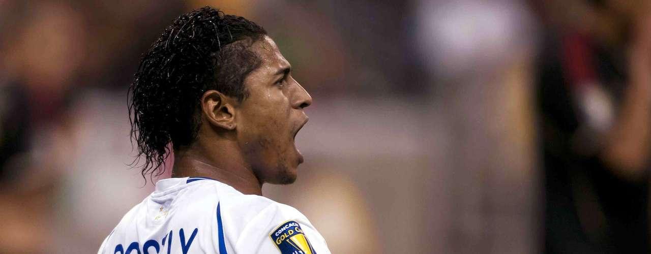 Carlo Costly, delantero que juega en elVeria del futbol griego, conocido por la afición mexicana por su paso con el Atlas, pero además porque se le da anotarle al Tri.