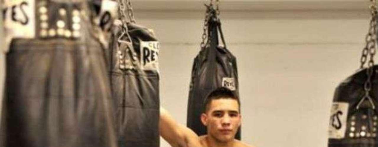 El joven mexicano Óscar Valdez apenas comienza a abrirse paso luego de haber participado en dos Juegos Olímpicos: Londres 2012 y Beijing 2008. Tiene 22 años, pero ya es catalogado como uno de los prospectos a seguir. Ya suma dos victorias como profesional.