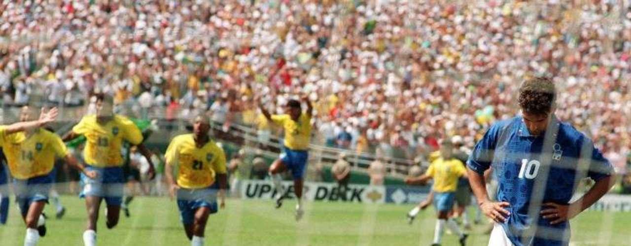 El antecedente más doloroso para Italia, fue el segundo descalabaro en una final de Copa del Mundo, al caer en penaltis 3-2 en Estados Unidos 1994.
