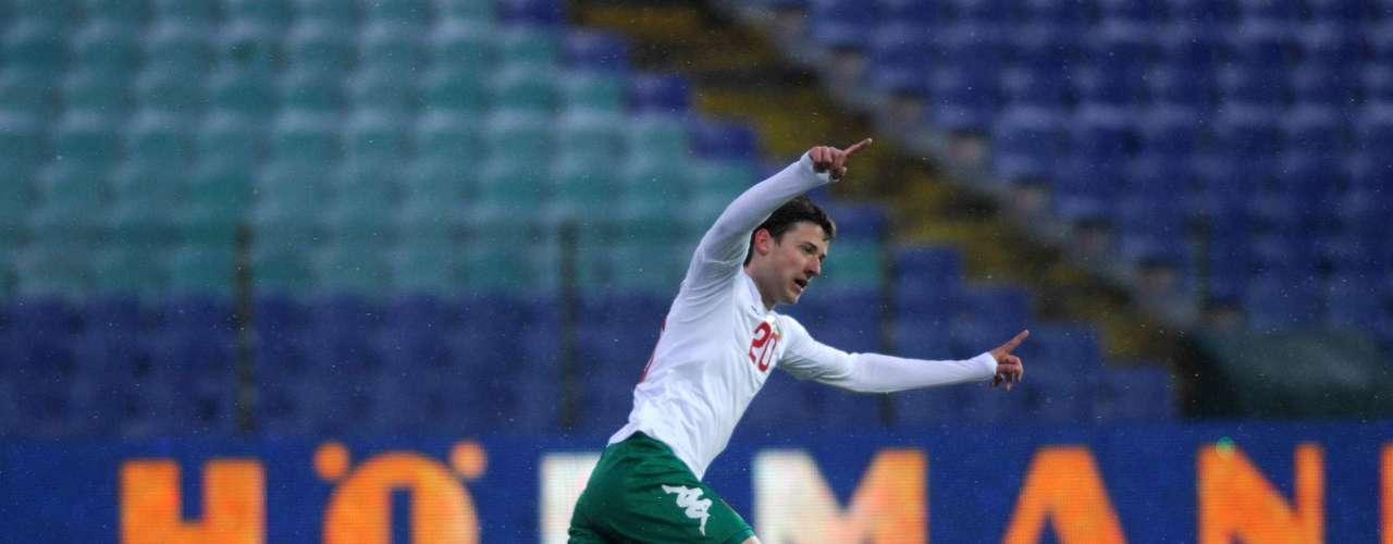 Tonev marcó un triplete en el triunfo 6-0 de Bulgaria sobre Malta.Es el tercer búlgaro que logra un hat-trick en Eliminatorias, tras Christo Ilijev (1957) y Berbatov (2009).