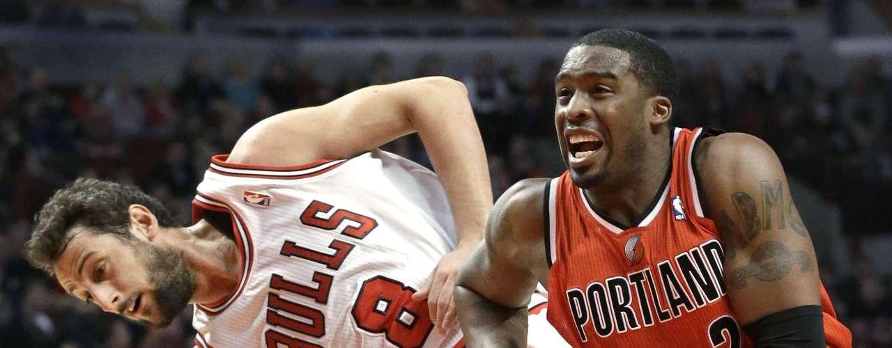 LaMarcus Aldridge encestó 28 puntos, Damian Lillard aportó 24 y los Trail Blazers de Portland refrendaron su dominio sobre los Bulls de Chicago con un triunfo por 99-89.