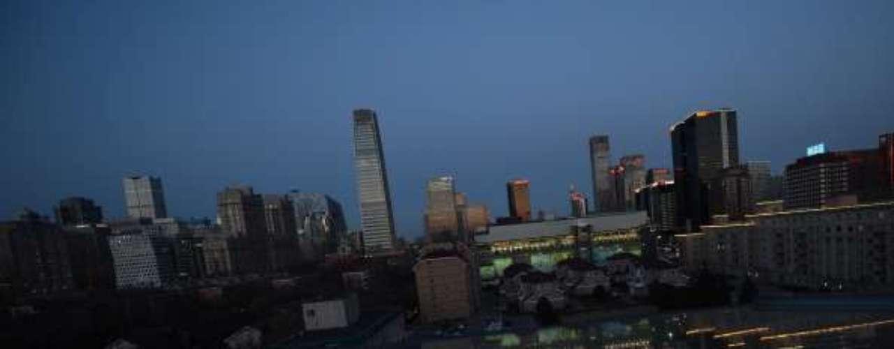 Por quinto año consecutivo, las grandes ciudades de Chinase unieron a la Hora del Planeta (la iniciativa del grupo ecologista WWF para concienciar sobre la lucha contra el cambio climático) apagando las luces delos edificios coloniales del centro de Shanghái,la Gran Muralla y otros monumentos.