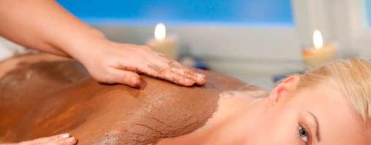 Splosh. Hace referencia al placer que produce ver el cuerpo untado de alguna sustancia, ya sea de comida u otros ingredientes que lo hagan ver húmedo o sucio: aceite, barro o pintura, entre otros.