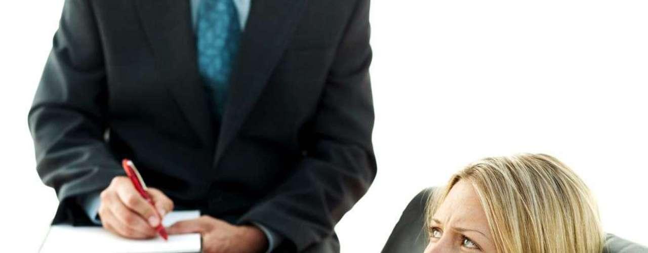 19. El chantaje: Algunas mujeres sifrutan haciendo sufrir a su pareja, provocándoles celos, enviándose flores, lloriqueando por conseguir su afecto y haciéndose siempre las víctimas. Ten cuidado, esto es jugar con fuego.