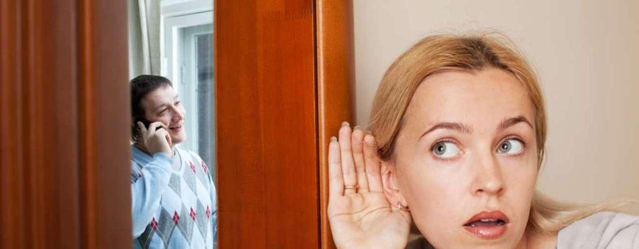 12. Celos, malditos celos: La vida nos ha hecho inseguras, pero la sombra de tu pareja no siempre tiene curvas y no puedes vivir detras de él sospechaando de todo.