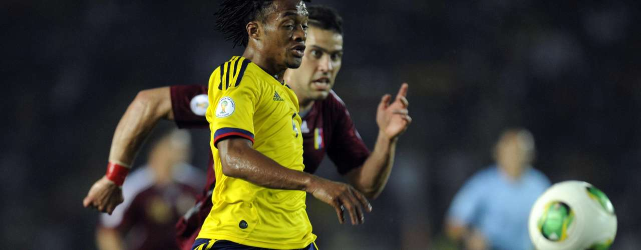 En el primer tiempo, Colombia tuvo más el balón, pero le faltó profundidad. A Venezuela le bastó con un gol y defenderse el resto de los primeros 45 minutos.