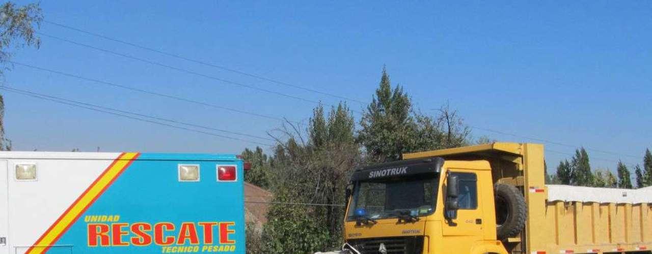 Un hombre  murió tras chocar contra un camión a la altura de Chimbarongo. El sujeto previamente había asesinado a su ex pareja y luego había escapado en un vehículo, colisionando con el camión al ingresar a la carretera en contra del tránsito.