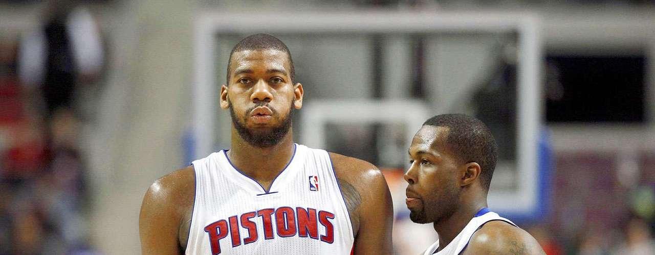Timberwolves vs. Pistons:Greg Monroe yRodney Stuckey lamentan la derrota de Detroit.