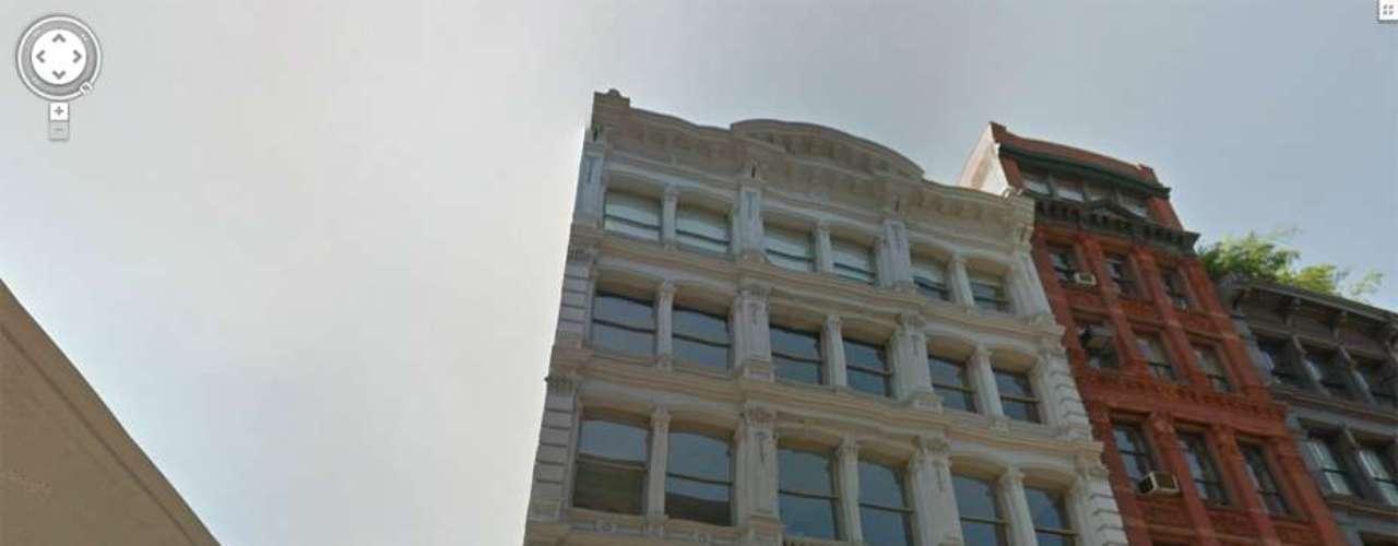 Fue encontrado en su apartamento en Broome Street, en Nueva York.