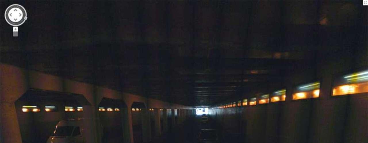 El vehículo se estrelló contra una columna y luego contra las paredes de la Avenida Nueva York, en un túnel por debajo del puente Alma, en París.