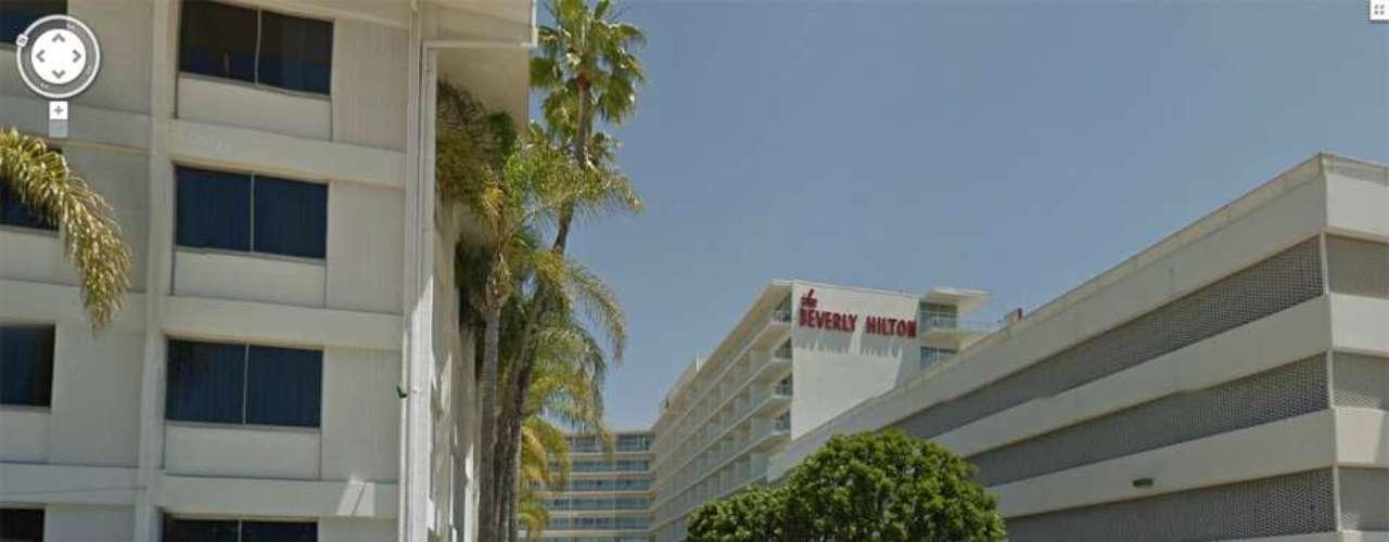 Fue encontrada inconsciente en el baño de su habitación en el Hotel Beverly Hilton en Beverly Hills.