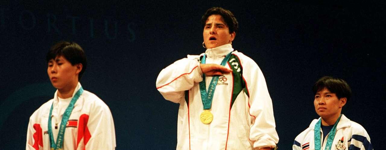 El 18 de septiembre del 2000, la mexicana Soraya Jiménez hizo historia al ganar la primera medalla de oro para una mujer en la historia de los Juegos Olímpicos.