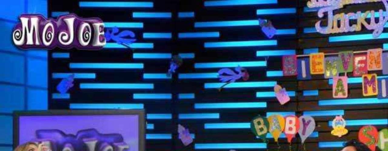 Las risas y los juegos no terminaban en el programa 'MoJoe' y lasconductoras hicieron una dvertida dinámica con los invitados quetenían que tomar de un biberón.Recuerda aquí:Angélica Vale celebra fabuloso baby showerLatinas: Las novias más despampanantes del espectáculoLujo,suntuosidad y belleza en la boda Derbez-RosaldoEstrellas que lehicieron 'fuchi' a lasnovelas