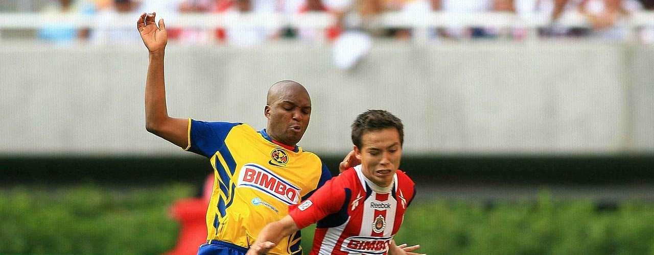 En el Clausura 2011 se celebró el primer Clásico en el estadio Omnilife, con goleada de Chivas 3-0 sobre América, gracias a una anotación de Erick Torres y un doblete de Marco Fabián.