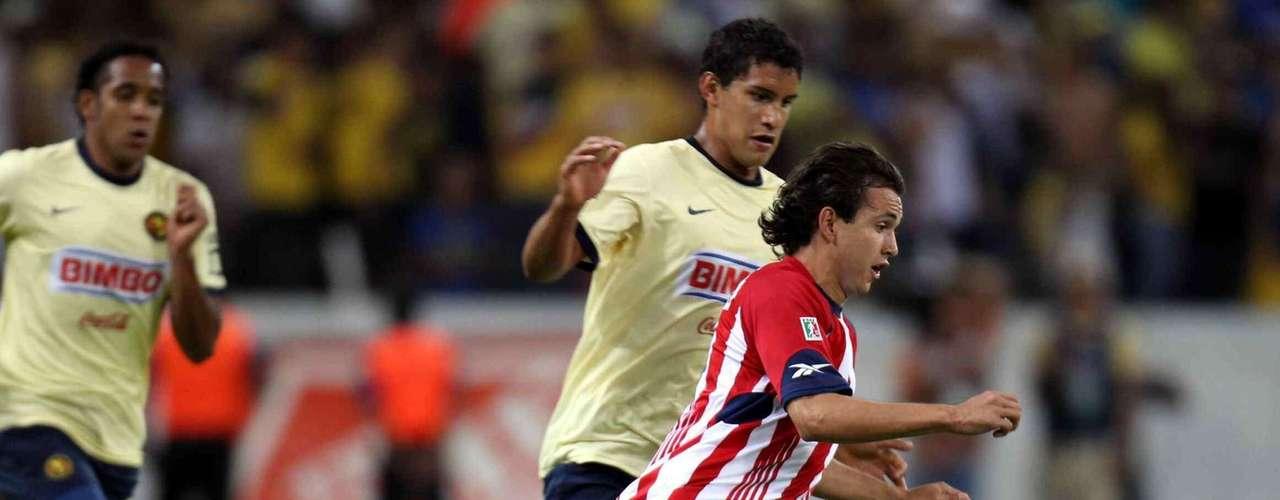Con gol de Omar Arellano, Chivas derrotó 1-0 a América, para despedir con una victoria el Clásico de Clásicos en el estadio Jalisco, en choque celebrado en el torneo Bicentenario 2010.