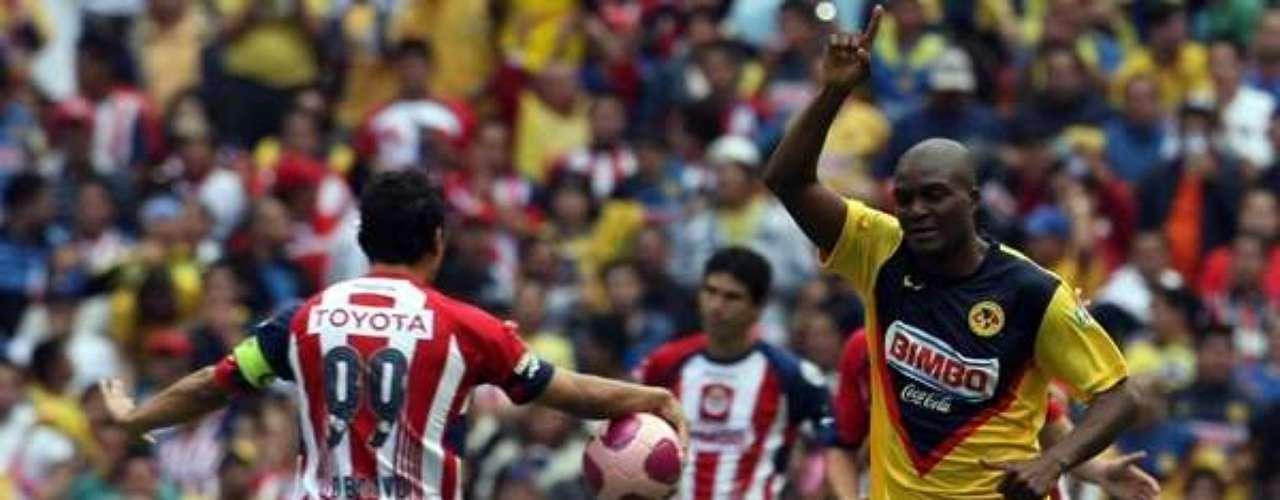 Con gol tempranero de Aquivaldo Mosquera, quien remató de cabeza un centro de Pavel Pardo, América se impuso 1-0 a Chivas en el torneo Apertura 2009.