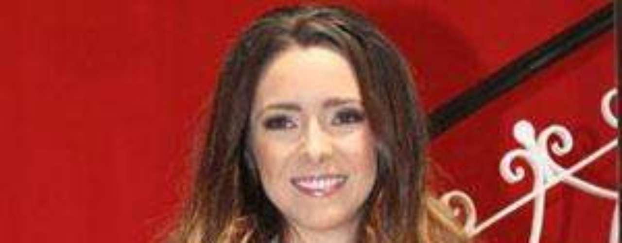 Díaz, quien personifica a 'Marcela Morales' en la telenovela 'La Mujerdel Vendaval', destacó que nunca se había tomado fotos con las quese sintiera tan a gusto, tan como es ella, y que además nocontrastara con su imagen como actriz, en la que lo mismo puedeinterpretar a una sensual mujer que a un personaje tierno einocente.Aislinn Derbez, de latelevisión a portada de revista para caballeros  Aylín Mujica presenta orgullosa surevista de Playboy  Estrellas denovela que se han desnudado en Playboy