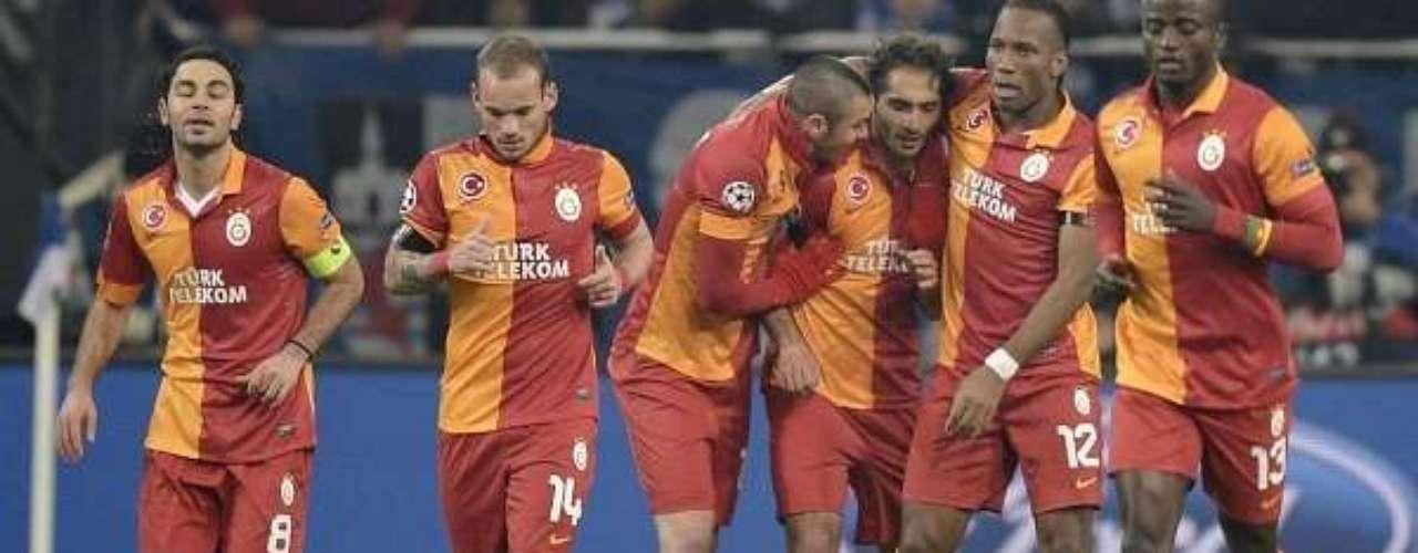 Drogba, Sneijder y compañía se sienten protegidos en un entorno tan hostíl para los rivales que visitan Turquía.