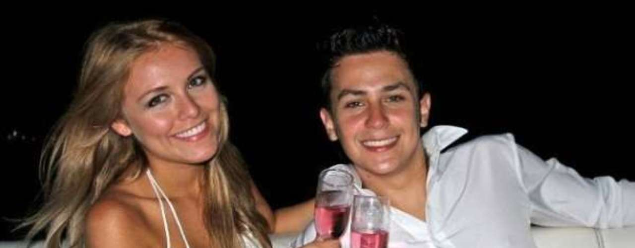 Sebastián Vega, el Baby de 'A mano limpia', se casó con su parejaen 2011 y luego se convirtió en padre.