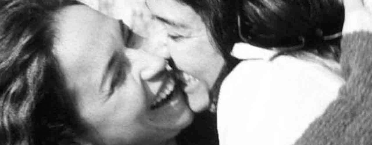La cantante brasileña Daniela Mercury, de 47 años, hizo pública su homosexualidad revelando en la red social Instagram que está en pareja. 'Malu es ahora mi esposa, mi familia, mi inspiración para cantar', escribió Mercury en su cuenta en Instagram, donde publicó cuatro románticas fotos en blanco y negro junto a su nueva pareja, la periodista de radio y televisión Malú Verçosa.