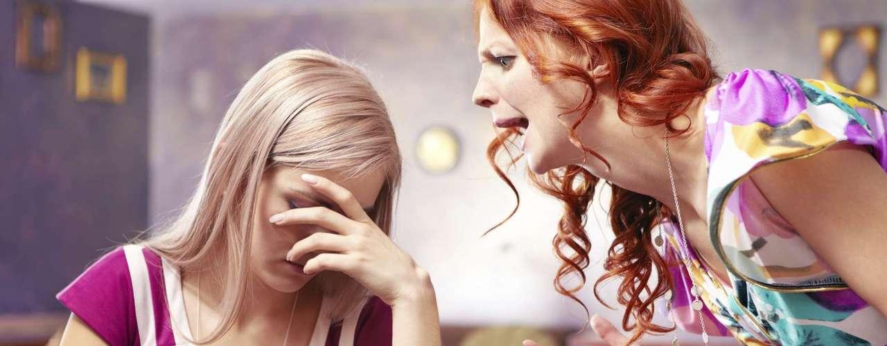 ¿Las bebidas alcohólicas relajan? De acuerdo con un estudio de 2008, publicado en el Journal of Clinical Endocrinology and Metabolism, el alcohol estimula la producción de la hormona del estrés: el cortisol.
