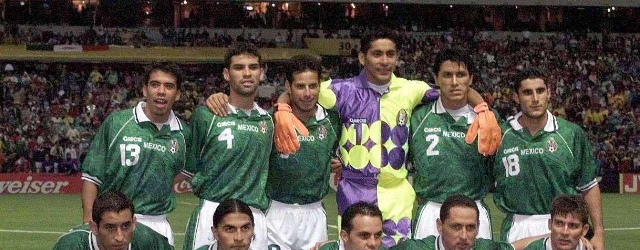 México consiguió su único título de mayores avalado por la FIFA en la Copa Confederaciones jugada en territorio azteca en 1999. El cuadro local venció a Brasil en la final por 3-2 y alzó su primer y único trofeo en representaciones sin límite de edad.
