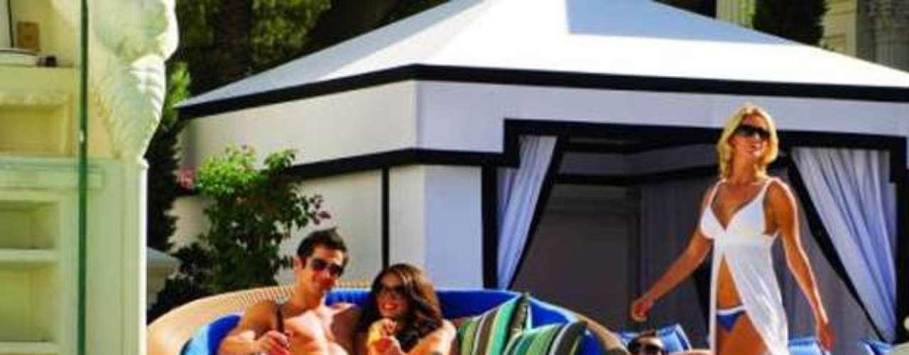 El destino de verano más encantador en Las Vegas, Venus Pool Club dentro de Garden of the Gods Pool Oasis en el Caesars Palace, regresa para su séptima temporada. Considerado une de los mejores secretos de la ciudad, traen un paraíso en la piscina, perfecto para aquellos que adoran el sol y que buscan relajarse en un lugar de descanso al estilo europeo.