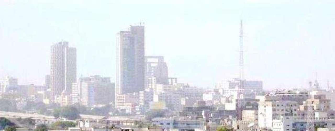 KARASHI, la capital de Pakistán, entra en la lista al registrar una población de 20, 711, 000 habitantes. Es el hogar de las principales corporaciones del ramo textil, buques, industria automovilística, entretenimiento, arte, moda, publicidad, tecnoloía e investigación médica.